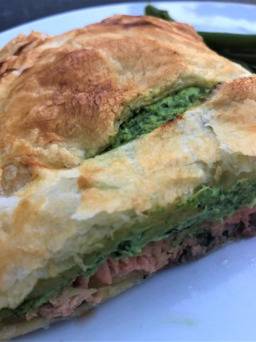 salmon-spinach-pastry-parcel-carrots-broccoli